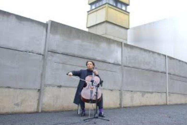 Gautier Capuçon plays Bloch to mark anniversary of the Fall of the Berlin Wall