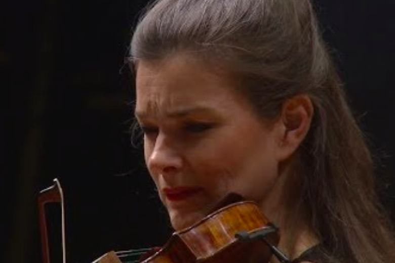 Janine Jansen plays Sibelius's Violin Concerto