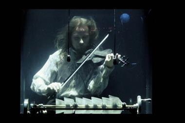 Aquasonic violinist