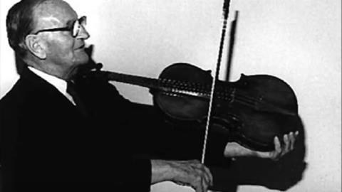 William Primrose performs his viola transcription of