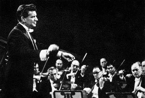 T8185_Leonard Bernstein, American pianist, conductor & composer, with New York Philharmonic