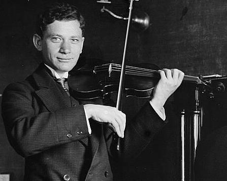 Efrem_Zimbalist_playing_violin