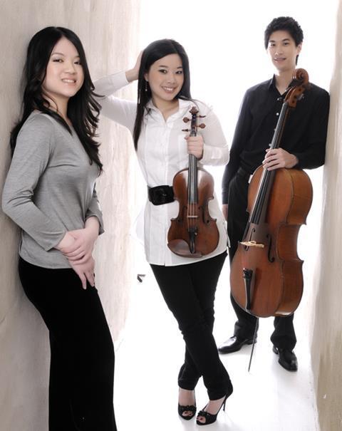 Fournier Trio2