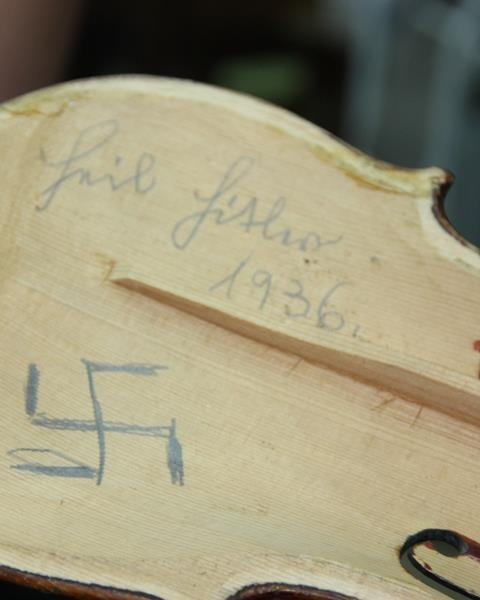 Violins_of_Hope1