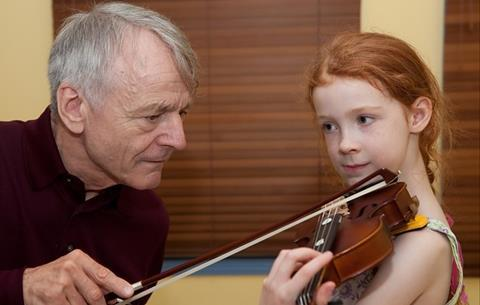 6 tips for giving a child their first violin lesson | Focus